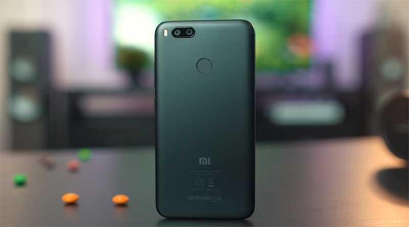 По дизайну Mi A1 немного напоминает iPhone 7 Plus, а качество материалов и сборки